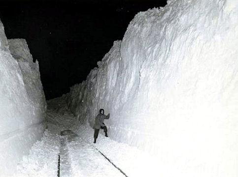 Blizzard_1949_SnowWalls_sm